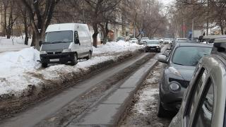 Саратовцы жалуются на нерасчищенные дороги и тротуары у 1-го роддома