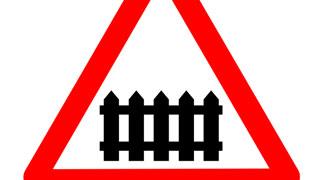 В Энгельсе закрывают железнодорожный переезд