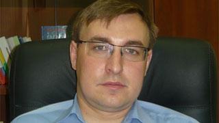 Экс-чиновника заподозрили в получении взятки в виде кроссовера