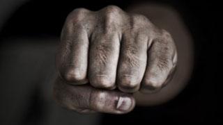 Попытка изнасилования девушки началась с избиения ее попутчика