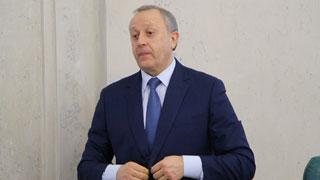 Губернатор откажется от бизнес-салона в самолете и VIP-зала