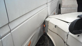 Авария с участием трех машин перегородила выезд из Саратова