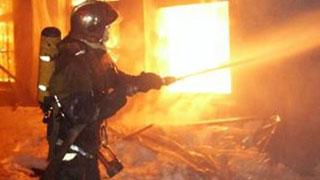 На Сокурском тракте полностью сгорел ангар