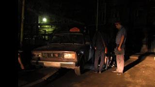 Клиент такси угнал автомобиль во время заправки на АЗС