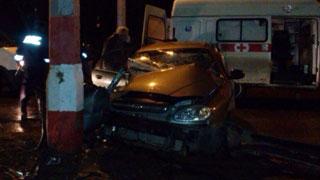 Водитель «Шевроле» превысил скорость и врезался в столб. Погибла девушка