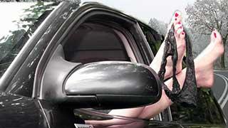 Спутница экс-депутата в автомобиле показывала сотрудникам ДПС трусы