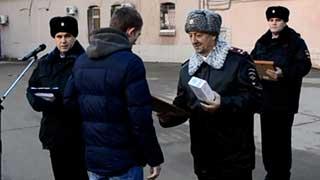 Награжден спаситель женщины от насильника в сквере Дружбы народов