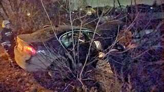 19-летний водитель разбил «БМВ» в Энгельсе. Трое пострадавших