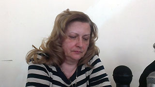 Лариса Абрамова в колонии шьет форму для полиции