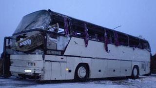 На трассе в ДТП попали автобус и четыре грузовика