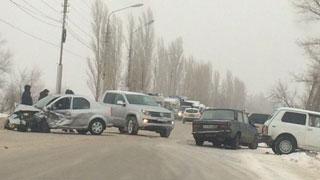 В столкновении шести автомобилей пострадали 2 человека