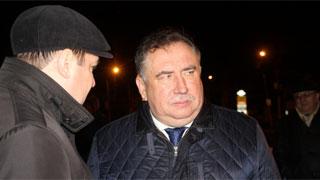 Сараев объезжает ночной Саратов и осматривает ремонт разбитых дорог