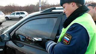 В Саратове сотрудники ГИБДД начали масштабную «охоту» на тонировку в авто