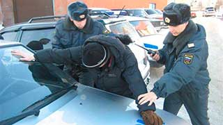 Двое полицейских заподозрены в разбойном нападении на прохожего