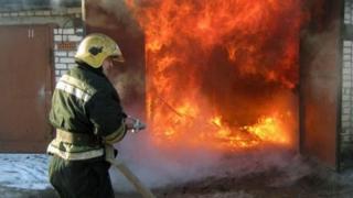 В Ленинском районе в гараже сгорела «Ауди»