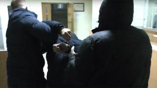 Саратовец «нанял» полицейского в качестве киллера. Видео задержания