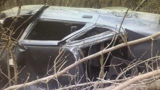Под Пугачевом из покореженного «ВАЗа» достали двоих раненых мужчин