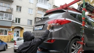 Из центра Саратова эвакуировано 70 автомобилей