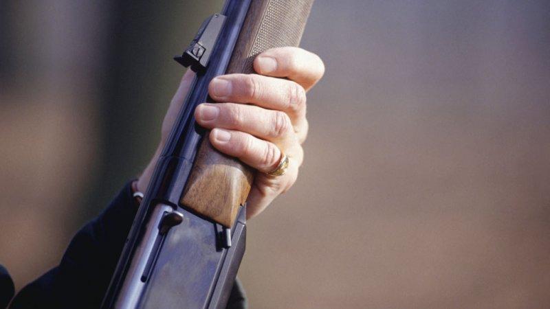 ВСаратове набалконе квартиры отыскали труп пенсионера согнестрельным ранением