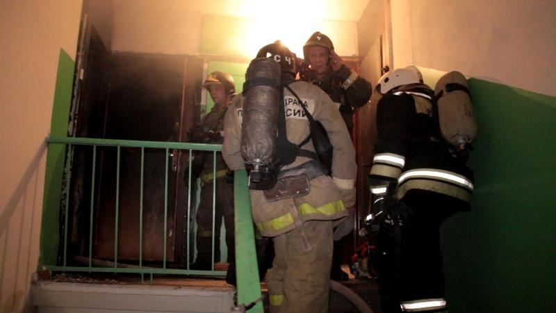 ВСаратове изгорящей высотки эвакуировали 20 человек
